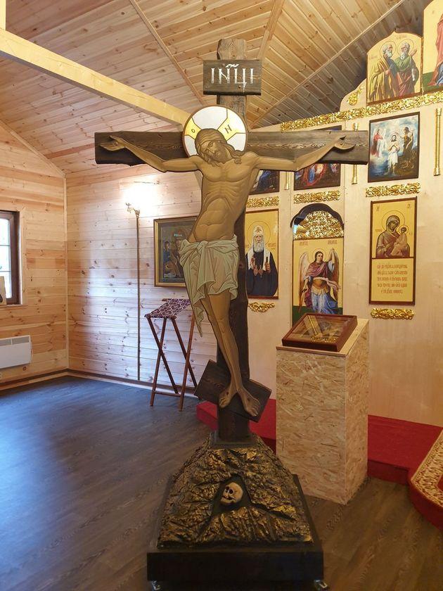 В нашем храме установлена Голгофа